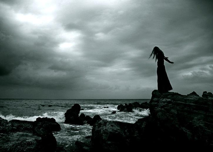 Poemas de Desamor - Página 6 Mujer_en_el_acantilado%255B1%255D