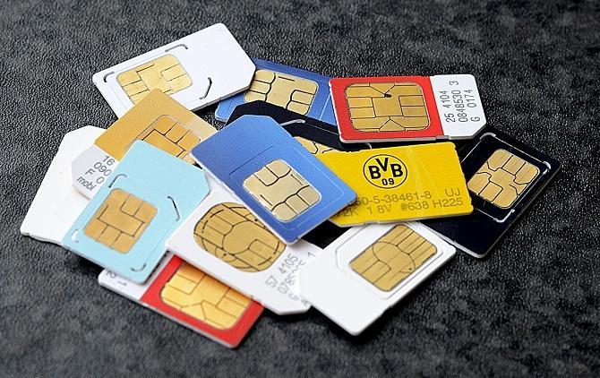 Xét về mặt kỹ thuật, sự tồn tại của thẻ SIM là không cần thiết, bởi chúng ta hoàn toàn có thể lưu các thông tin có trên SIM vào bên trong thiết bị di động của mình. Song, liệu con người có nên thay thẻ SIM bằng các giải pháp tích hợp khác?