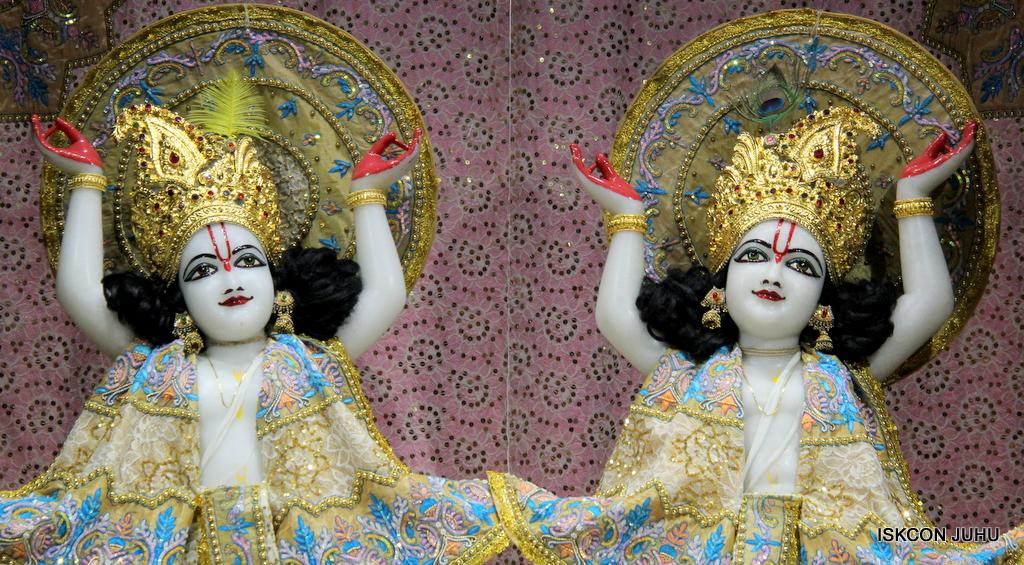 ISKCON Juhu Mangal Deity Darshan on 24th Oct 2016 (32)