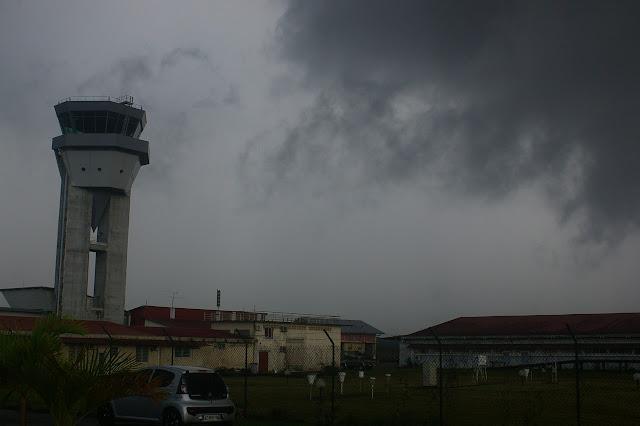 Orage sur l'aéroport de Cayenne-Rochambeau, 29 novembre 2011. Photo : J.-M. Gayman