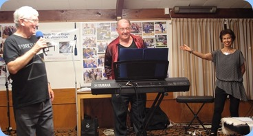 Joe Fingers and his vocalist wife, Jill,  receinging a tumultuous round of applause. Photo courtesy of Dennis Lyons.