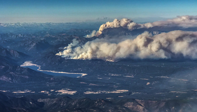 From a jetliner coming into Sea-Tac Airport on Saturday, 2 September 2017, smoke from Central Washington wildfires can be seen. Photo: Dean Rutz / The Seattle Times