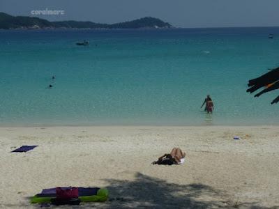 Islas Perhentian. Playa enfrente del Perhentian Island Resort