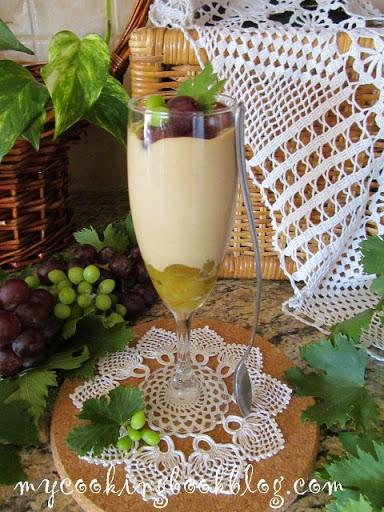 Мус с петмез и карамелизирано грозде