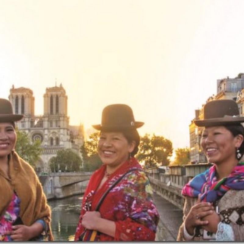La chola paceña hace gala de su belleza en calles de París