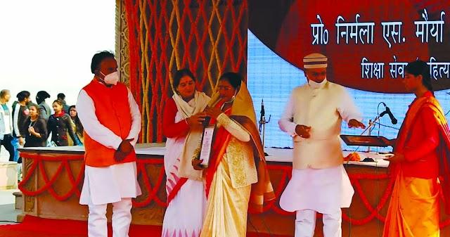 महामना की जयंती पर पूविवि की कुलपति की गयीं सम्मानित