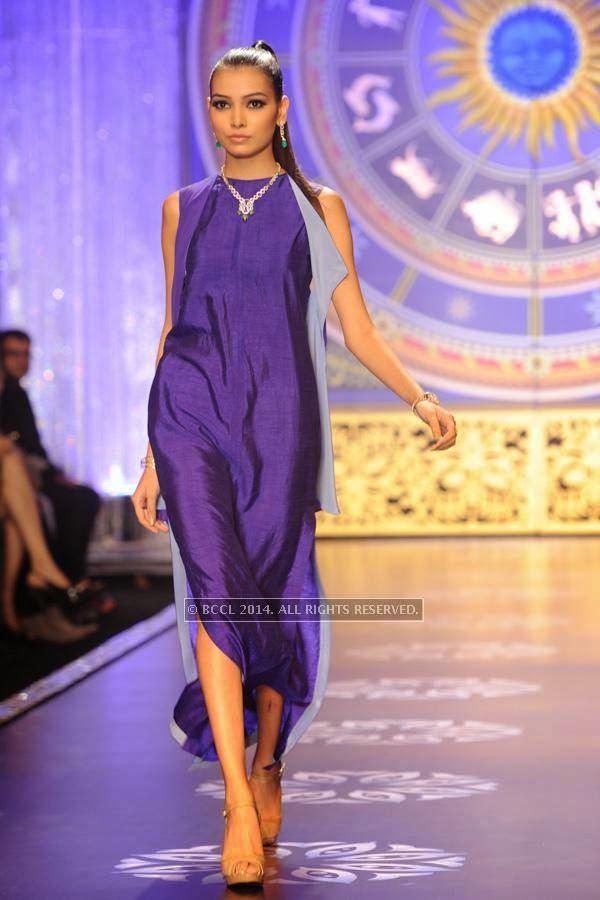 A model walks the ramp for the finale of India International Jewellery Week (IIJW), 2014, held at Grand Hyatt, in Mumbai.<br />