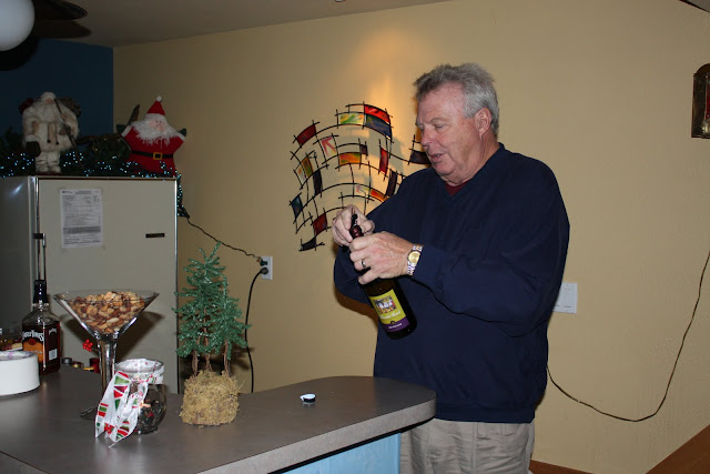 2009 Clubhouse Christmas Decorating Party - IMG_2569.JPG