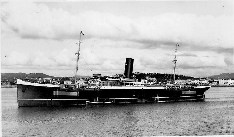 13- El MANUEL CALVO en un puerto indeterminado. Ca. 1944. Colección Jaume Cifre Sanchez. Nuestro agradecimiento.jpg