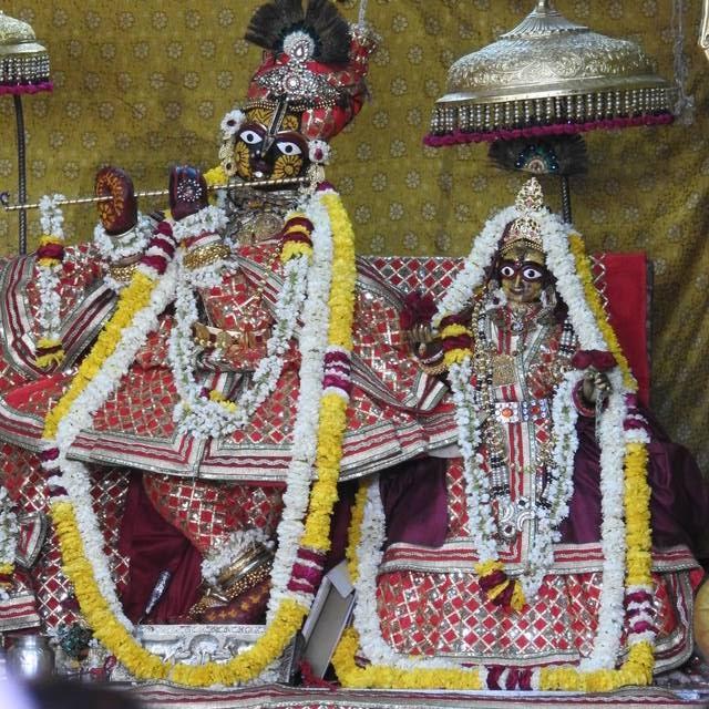 Radha Govind Devji Deity Darshan 01 Mar 2016 (10)