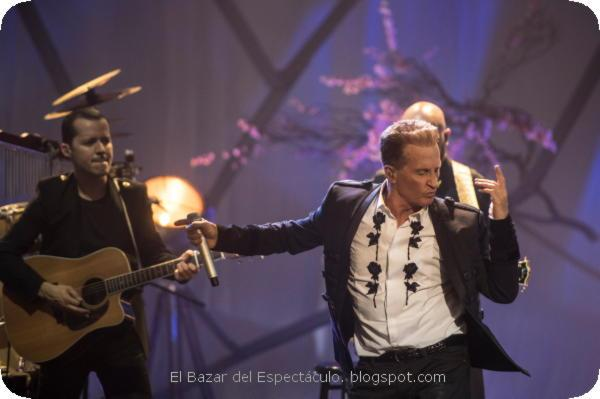 Emmanuel MTV Unplugged - Chino Lemus 01.jpeg