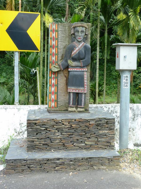 Puli  en passant , entre autres, par les villages de l ethnie Bunum de Loloko et Dili. J 10 - P1160989.JPG