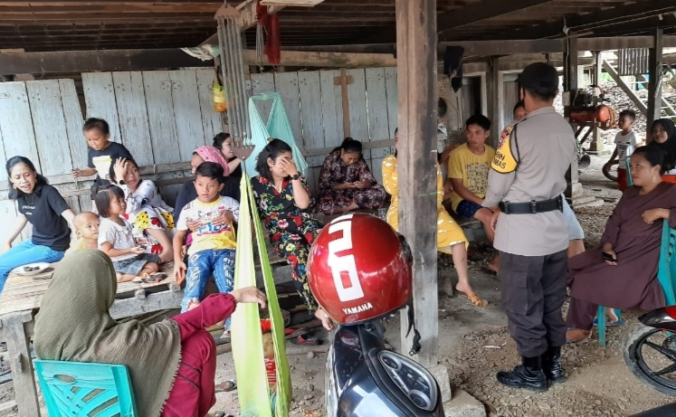 Bhabinkantibmas Polsek Maniangpajo Sosialisasikan Protokoler Kesehatan kepada Warga Tangkoli yang akan melakukan Hajatan