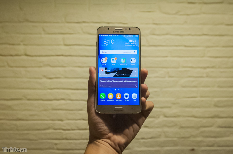 Tinhte.vn_Samsung_Galaxy_J7-20.jpg