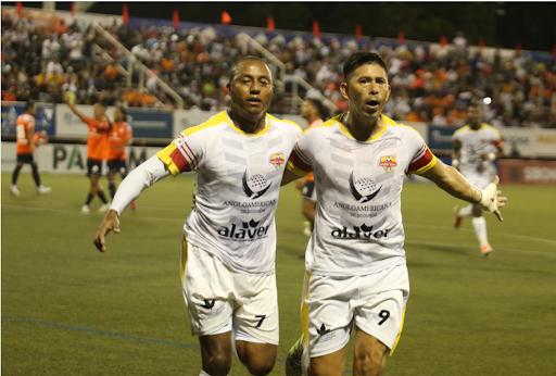 Cibao FC y Atlético Vega Real empatan en inicio final