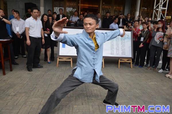 Làm nghệ thuật như Jack Ma: Đầu tư phim lỗ, đóng vai chính phim võ thuật kiêm hát nhạc phim! - Ảnh 11.