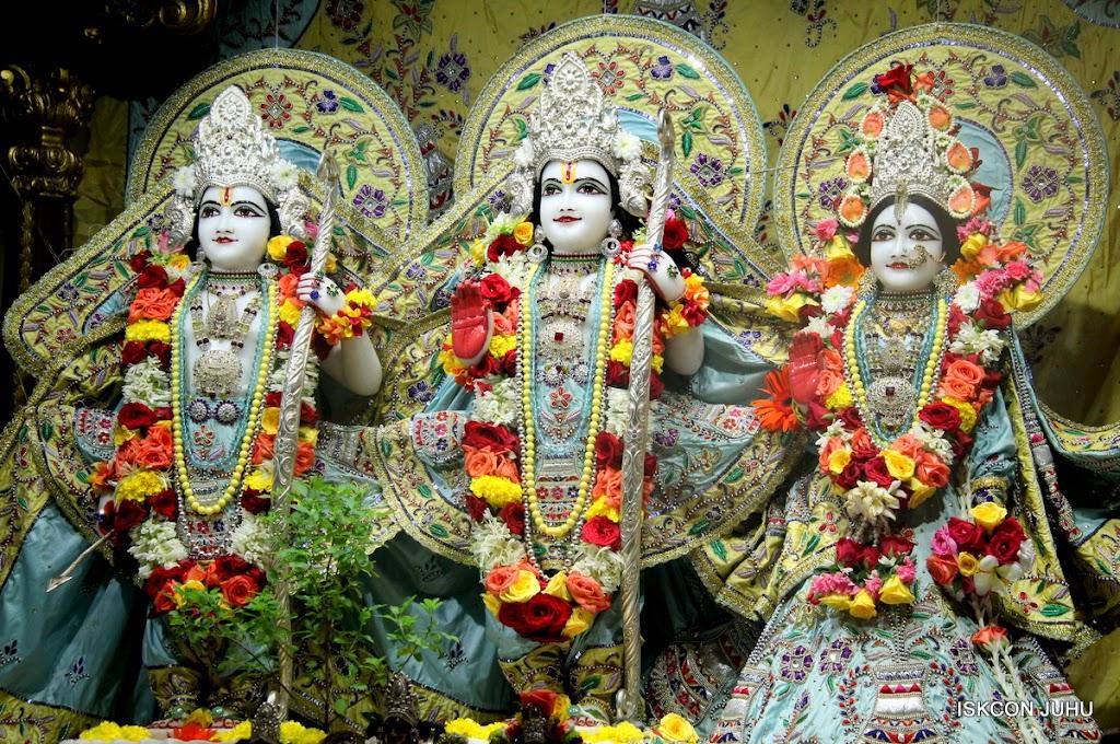 ISKCON Juhu Sringar Deity Darshan on 3rd Aug 2016 (19)