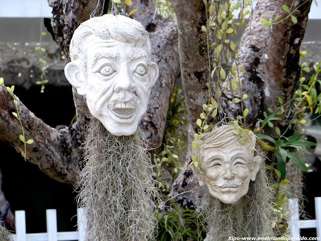 cabezas-templo-blanco-chiang-rai.JPG