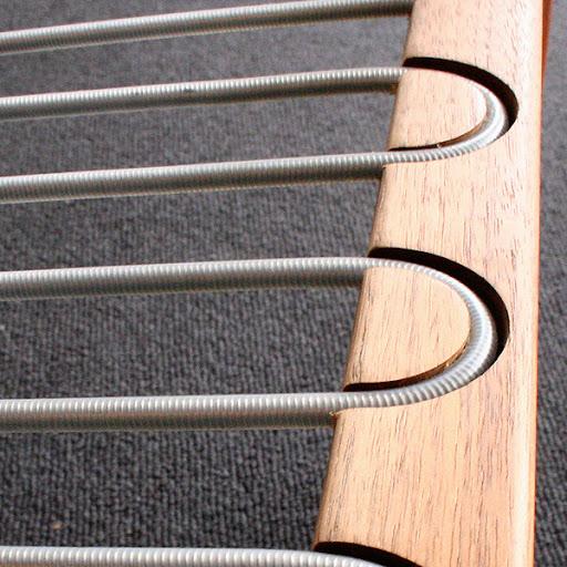 座面下のスプリングです。強度がありとてもしっかりしています。