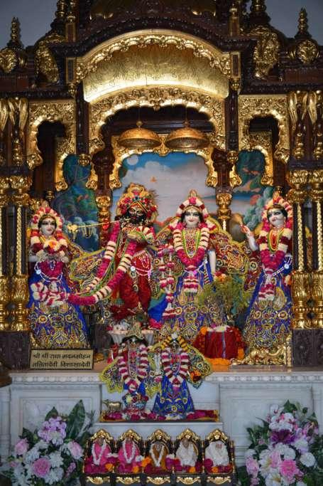 ISKCON Ujjain Deity Darshan 22 Dec 2015 (9)