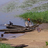 La Nyong à Ebogo : débarcadère et pirogues. Cameroun, 8 avril 2012. Photo : J.-M. Gayman