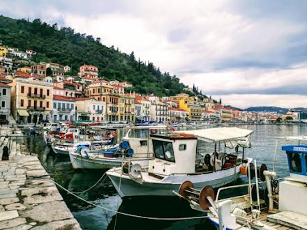 """Γύθειο : ο πιο """"ρομαντικός"""" προορισμός της Πελοποννήσου που μοιάζει με νησί"""