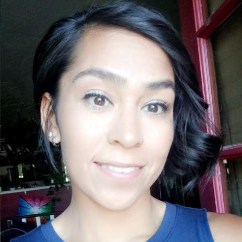 user Deena Vanetten apkdeer profile image