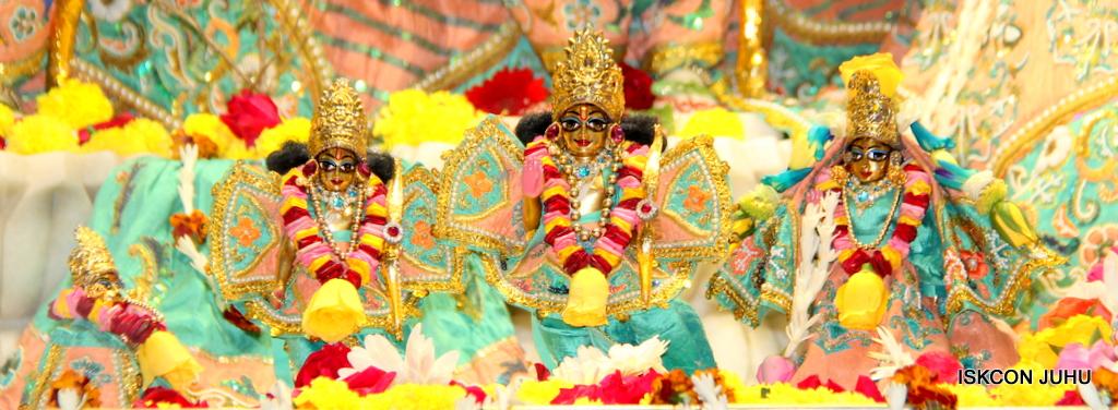 ISKCON Juhu Sringar Deity Darshan on 19th Jan 2017 (32)