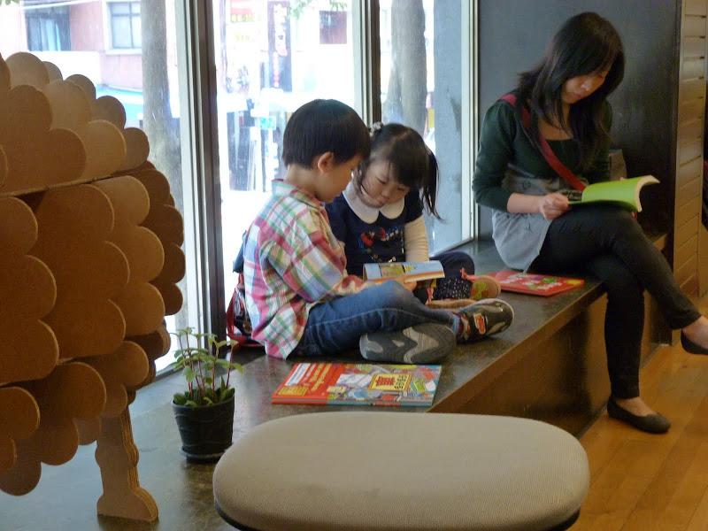 Dans une librairie