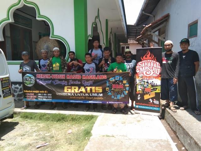 Kegiatan Bersih-bersih Masjid bersama Sahabat Masjid Jogja di Masjid Nurul Huda Sangen, Kajoran, Kabupaten Magelang