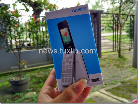 Hands On Alcatel 2051D, Ponsel Clamshell Cantik & Murah