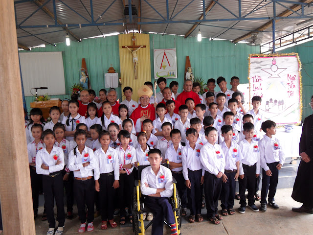 Hình ảnh thánh lễ và ban phép thêm sức tại giáo họ Khánh Sơn (Tô Hạp)