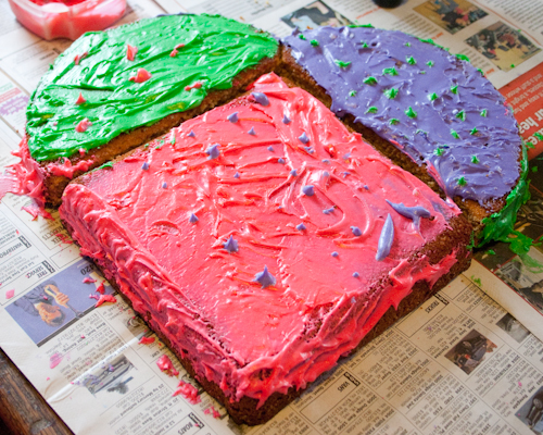 Craft knife tutorial heart shaped cake - How to decorate a heart cake ...