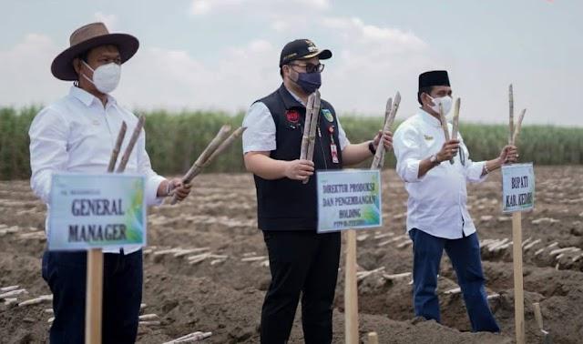 Mas Bup Berikan Bantuan ke Petani Tebu di Kabupaten Kediri