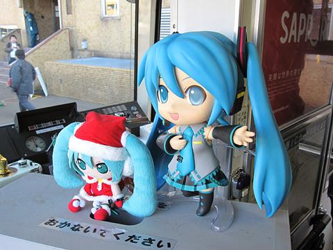 札幌市電 3302号「雪ミク電車」2014Ver 車内展示物 ねんどろいどミク その2