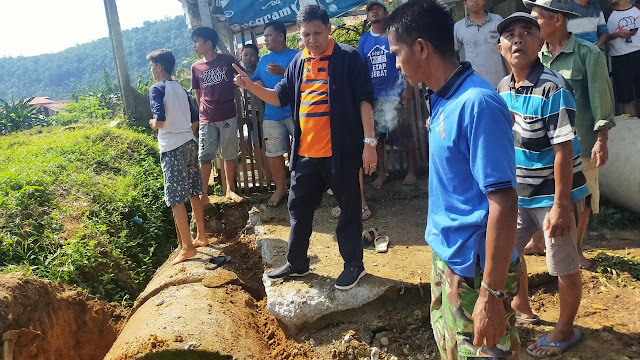 Bantu 6 Polongan di Komplek PGRI Belimbing, Irwan Basir Sebut Bentuk Kepedulian DPD LPM Kota Padang.
