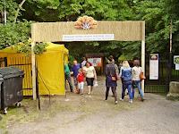13 A fesztivál helyszinének bejárata.jpg