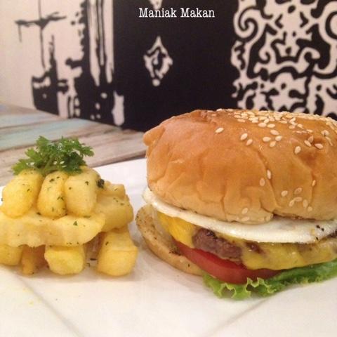 maniak-makan-euphoria-cafe-solo-beef-burger