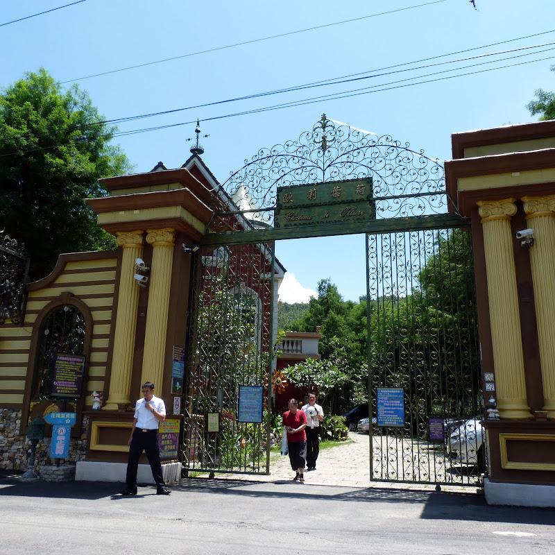 Un curieux hôtel, visite des jardins payante