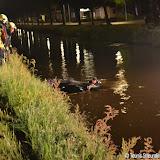 Auto te water in Nieuwe Pekela - Foto's Dennie Gaasendam en Teunis Streunding