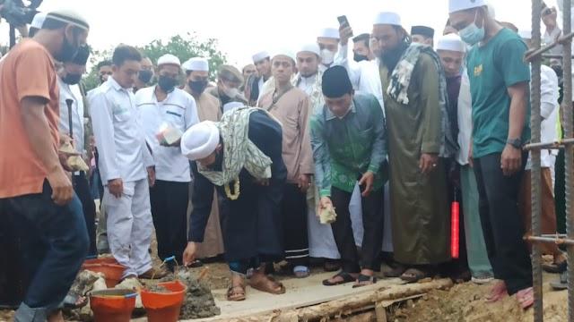 Peletakan Batu Pertama Ponpes Darul Abrar Al Hasaniyyah, Bupati Abdul Hadi  Bantu Ratusan Juta