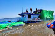 Kapal Bermuatan 110 Ton Sembako Kandas di Perairan Sukadana Kalbar, 8 ABK Selamat