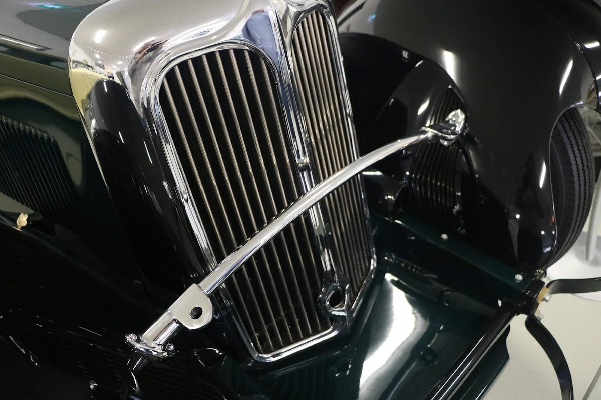 Carl_Lindner_Collection - 1934 SS1 Roadster  02.jpg