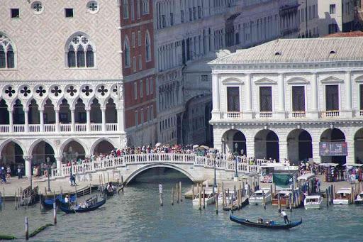 Le palais des Doges et le pont des Soupirs vus depuis le campanile de la basilique Saint-Georges (San Giorgio Maggiore).