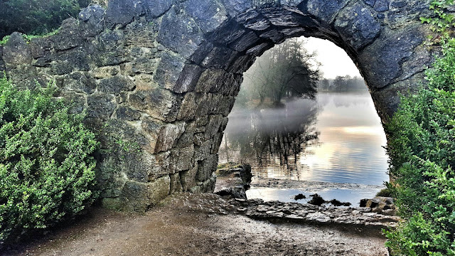 Beautiful view under an archway in Stowe Gardens