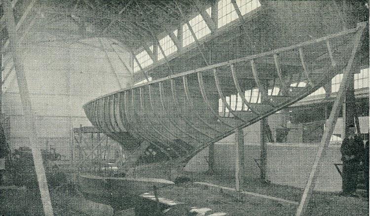 El armazón del buque. La construcción mixta en aquellas fechas presentaba notables problemas de mantenimiento. De la revista Le Yacht. Año 1909.jpg