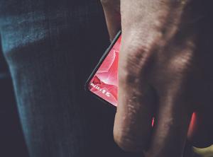 'Cha đẻ' Android hé lộ smartphone giống Xiaomi Mi Mix
