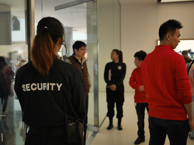 security at the SM Lifestyle Center Apple Store in Xiamen, China