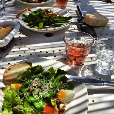 Zomerse salade uit de moestuin