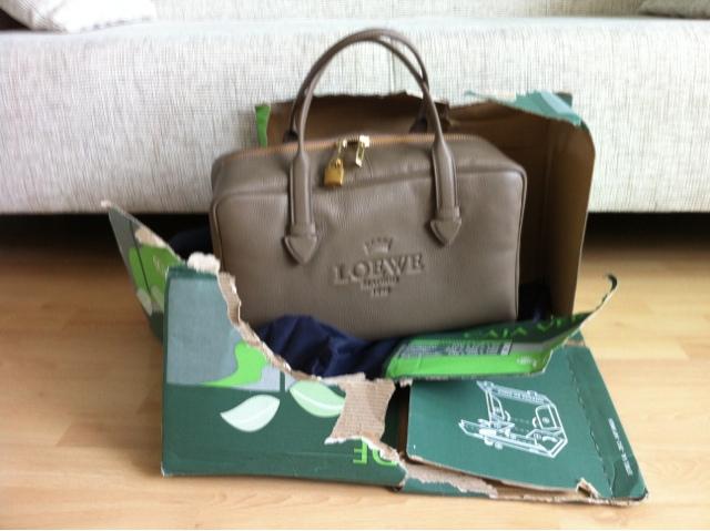 Eine Tasche geht auf Reisen